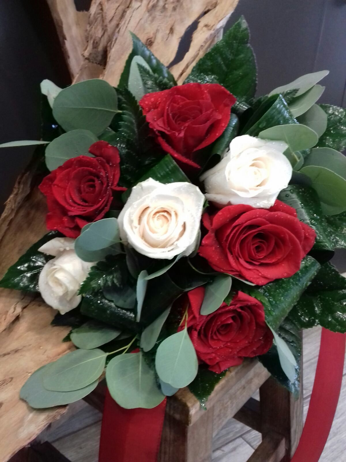 Rosas Vermelhas e Brancas